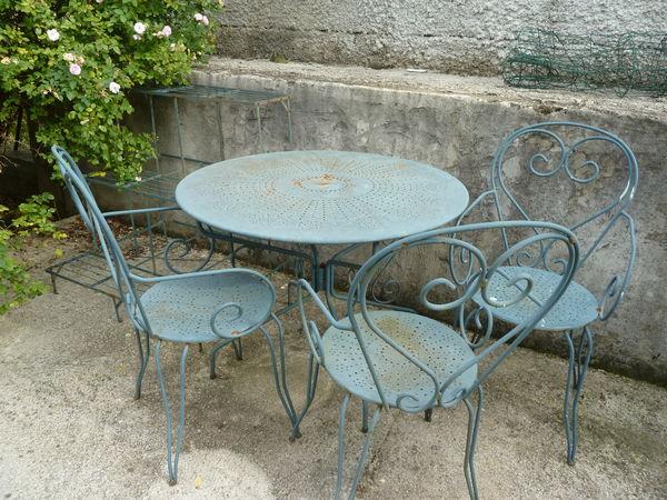 Location de table de jardin fermob de couleur