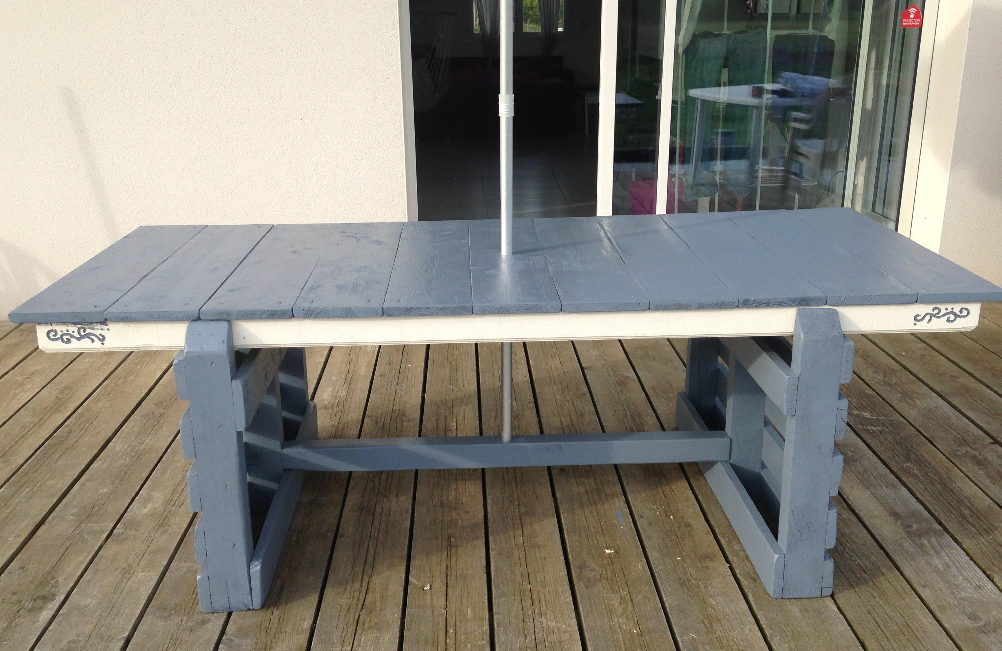 table de jardin avec une palette