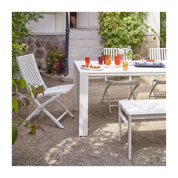 table de jardin blanche