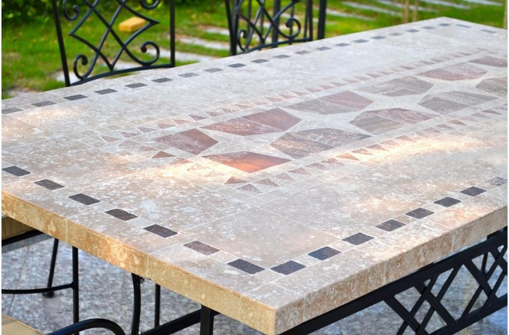 table de jardin carrelee