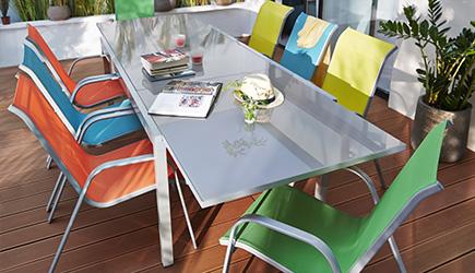 table de jardin coloree