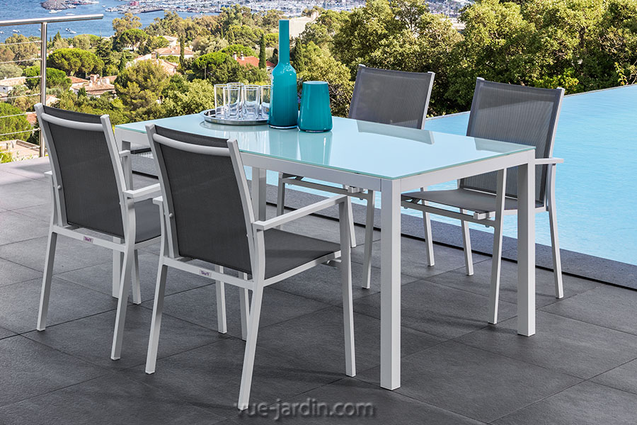 table de jardin dessus verre