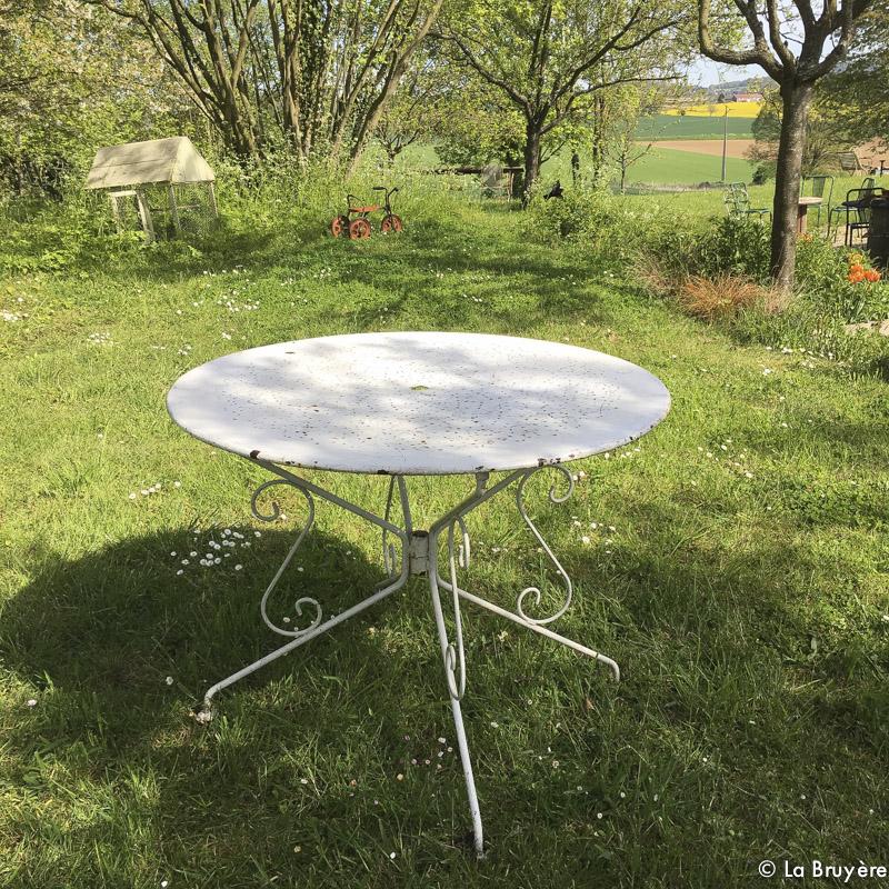 table de jardin en fer