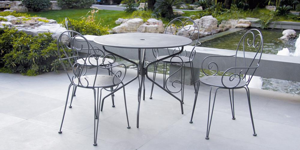 table de jardin en metal