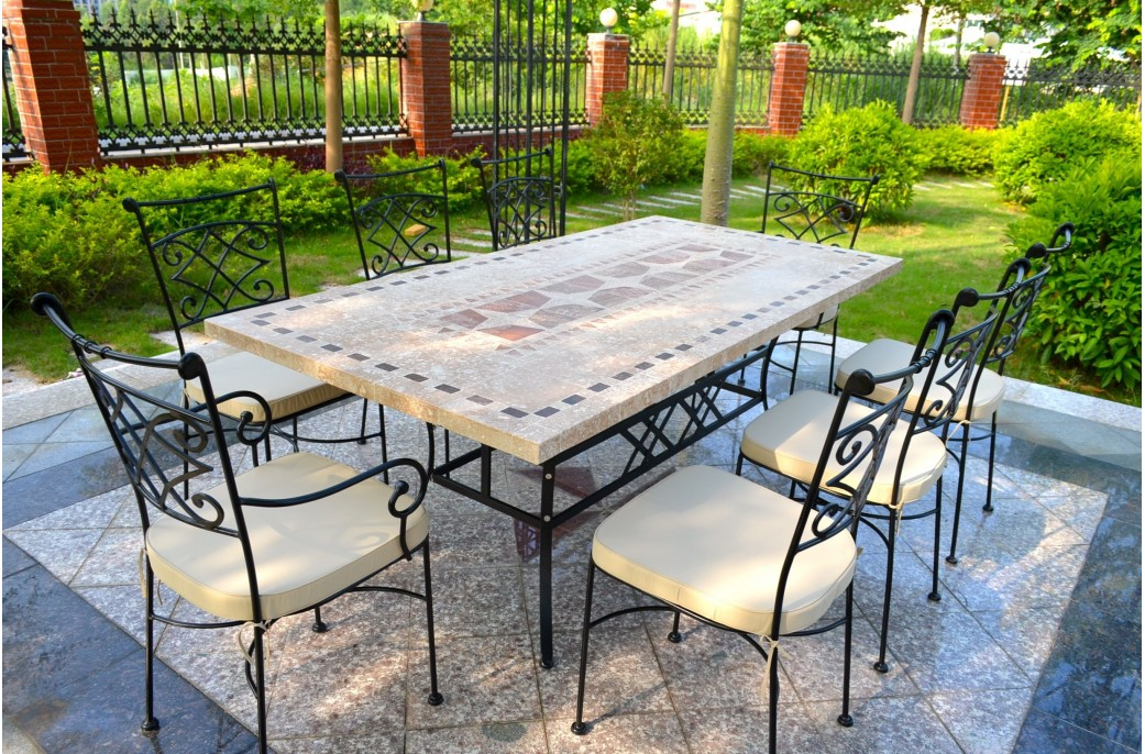 table de jardin en mosaique
