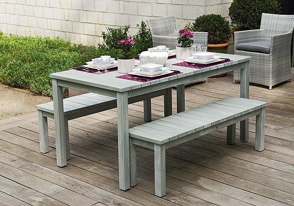 table de jardin et banc