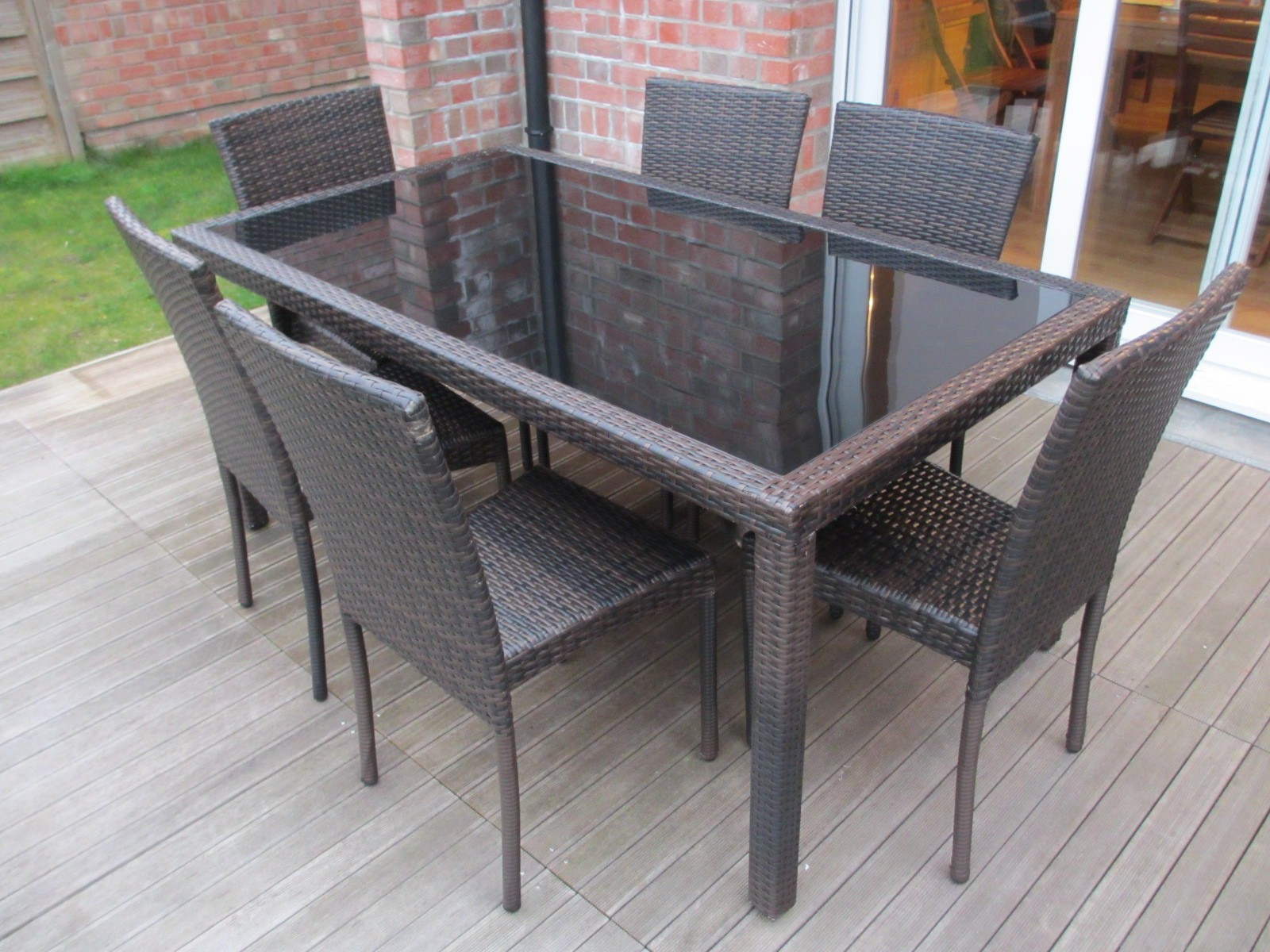 table de jardin et chaise de jardin