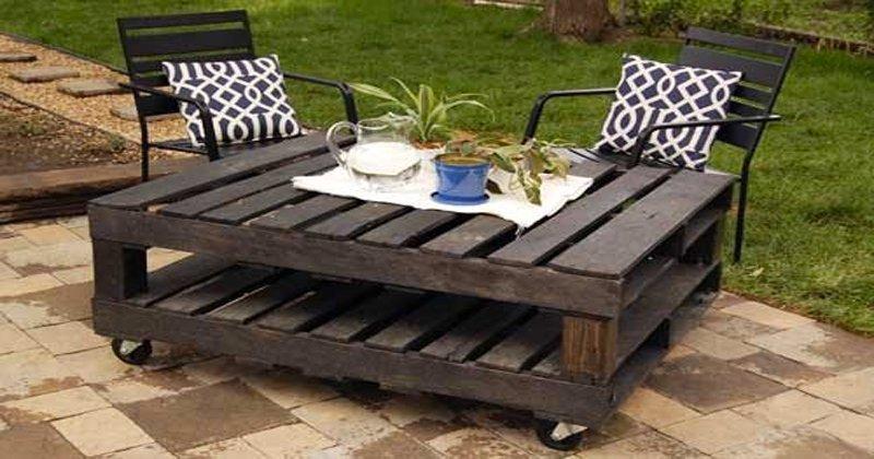 table de jardin fait avec des palettes