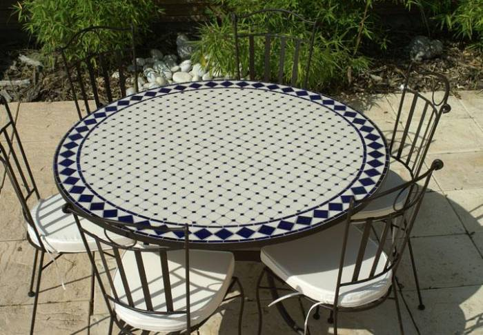 table de jardin imitation mosaique