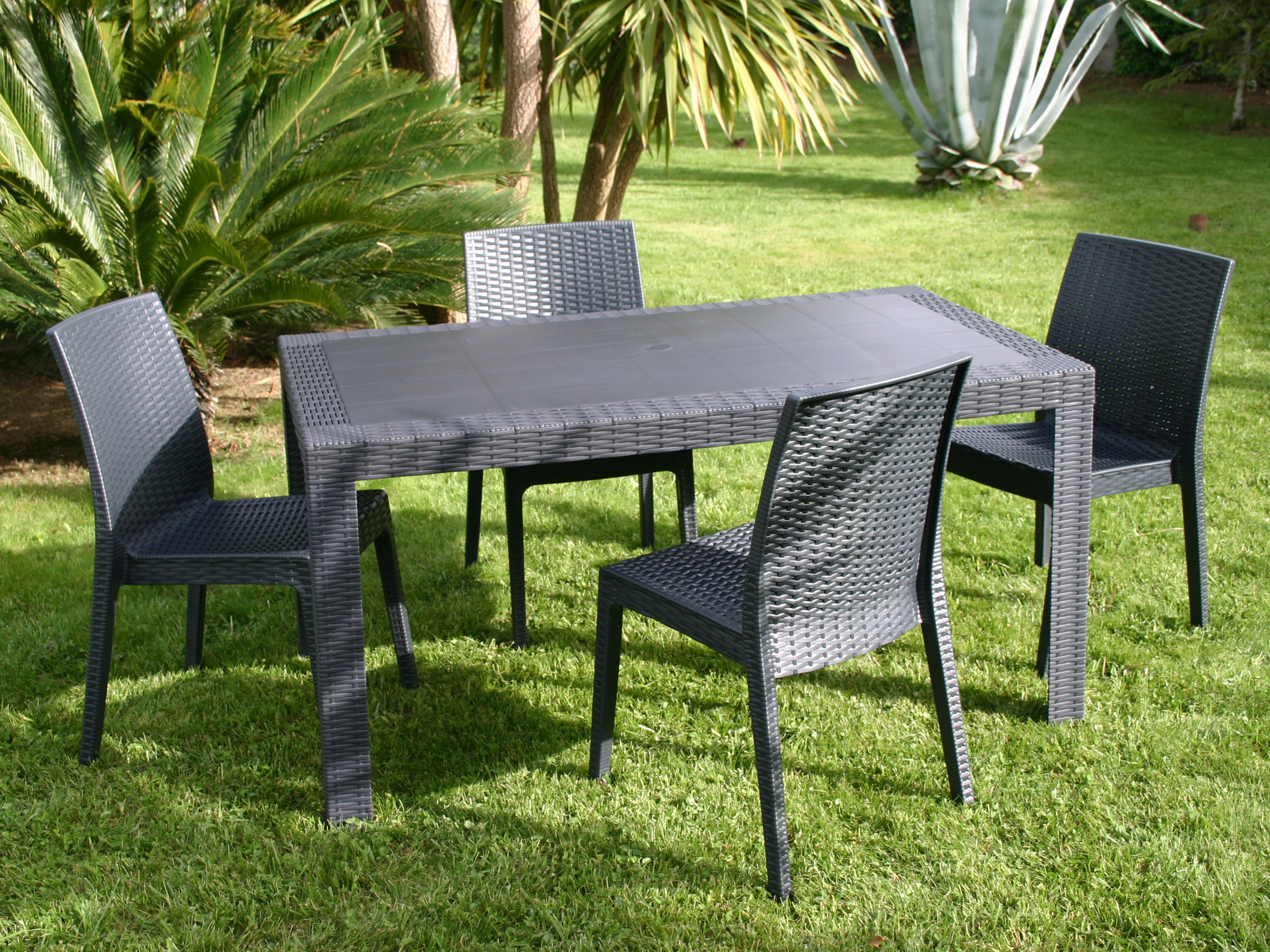 table de jardin imitation rotin