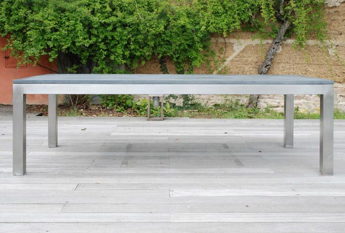 table de jardin lourde