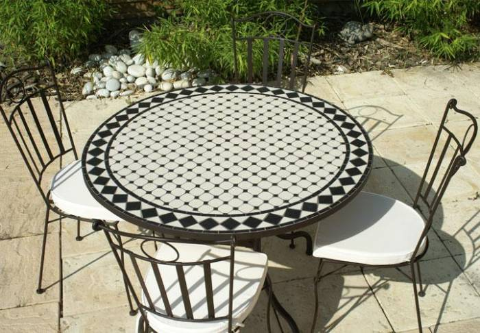 table de jardin mosaique
