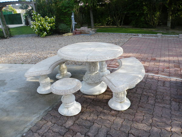 table de jardin pierre