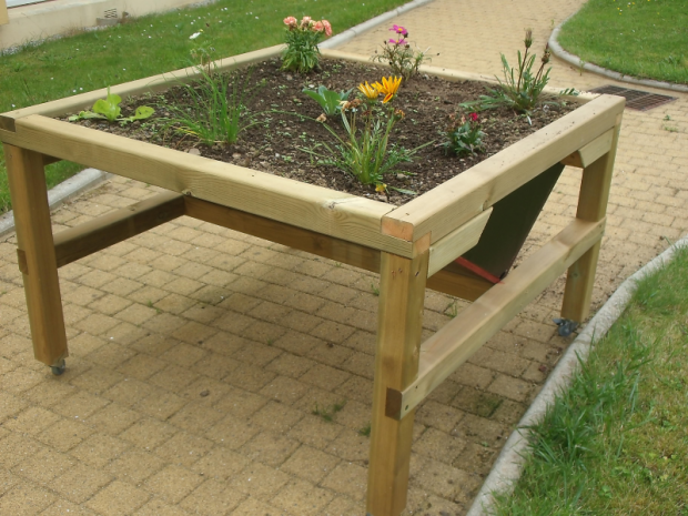 table de jardin suspendue