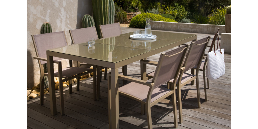 table de jardin taupe