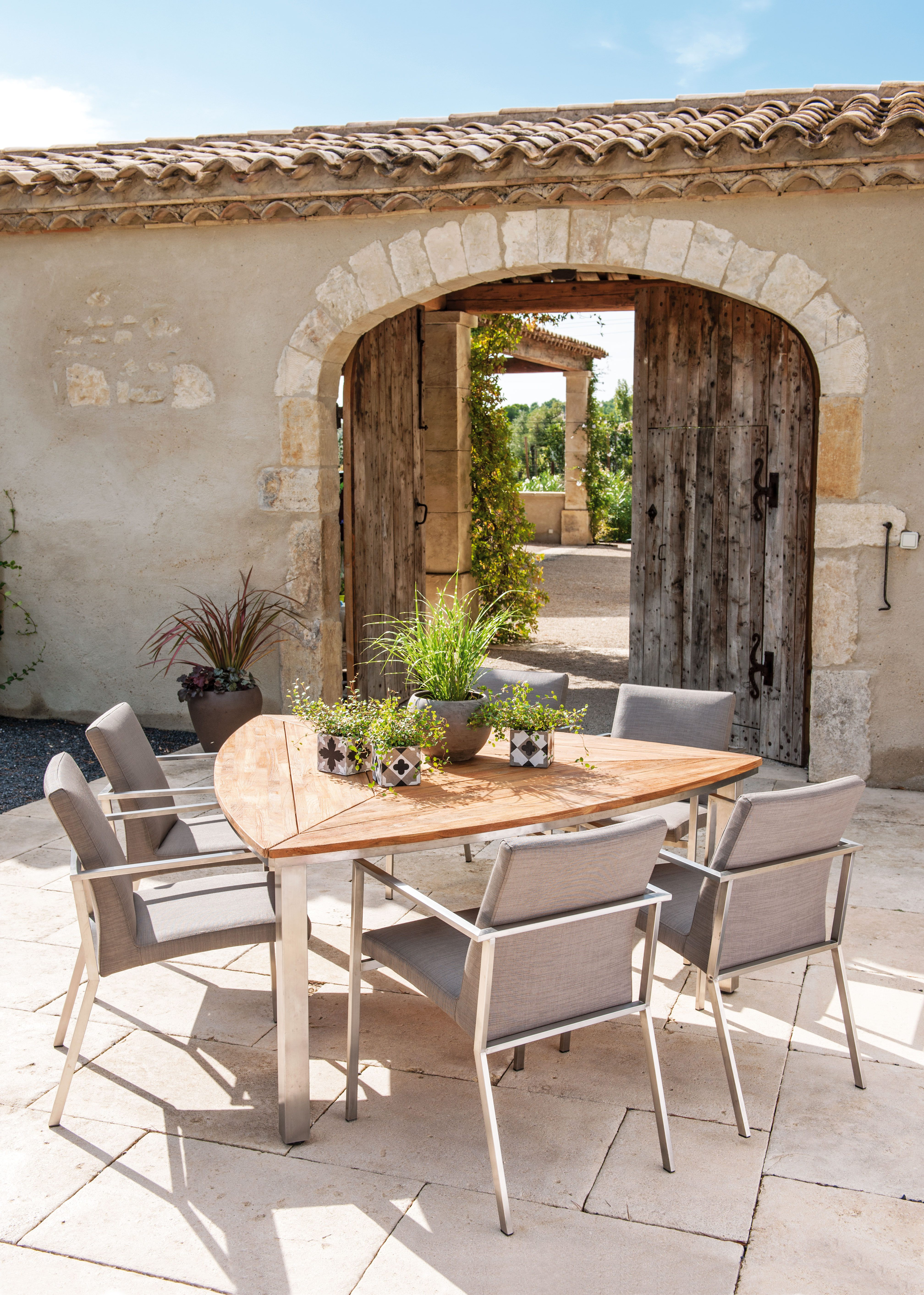 table de jardin triangulaire