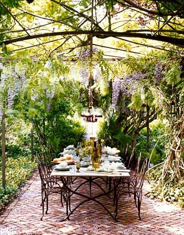 table de jardin wisteria