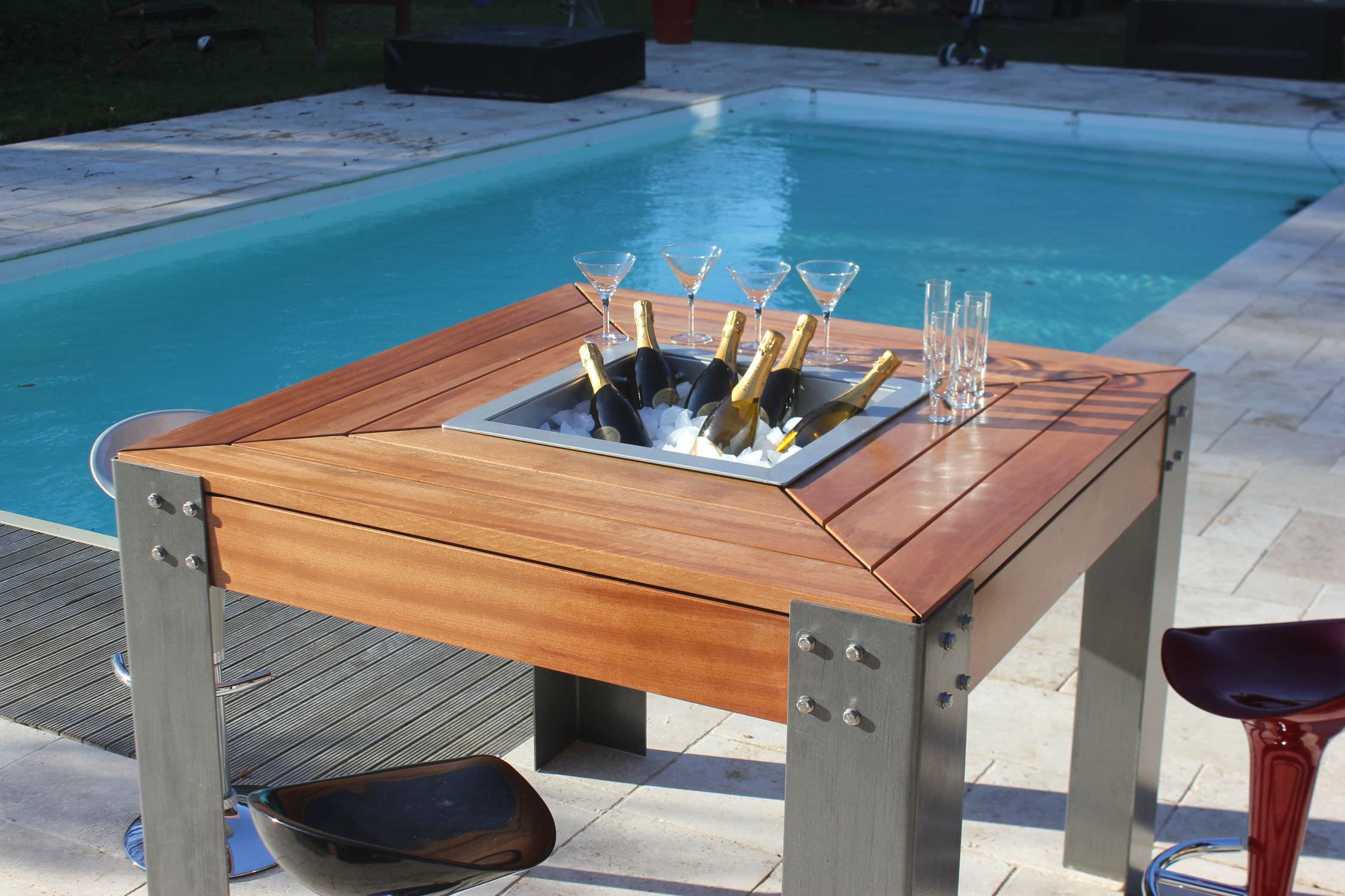 Table Basse Barbecue Et Seau A Glace Avec Mosaique Carrelage En