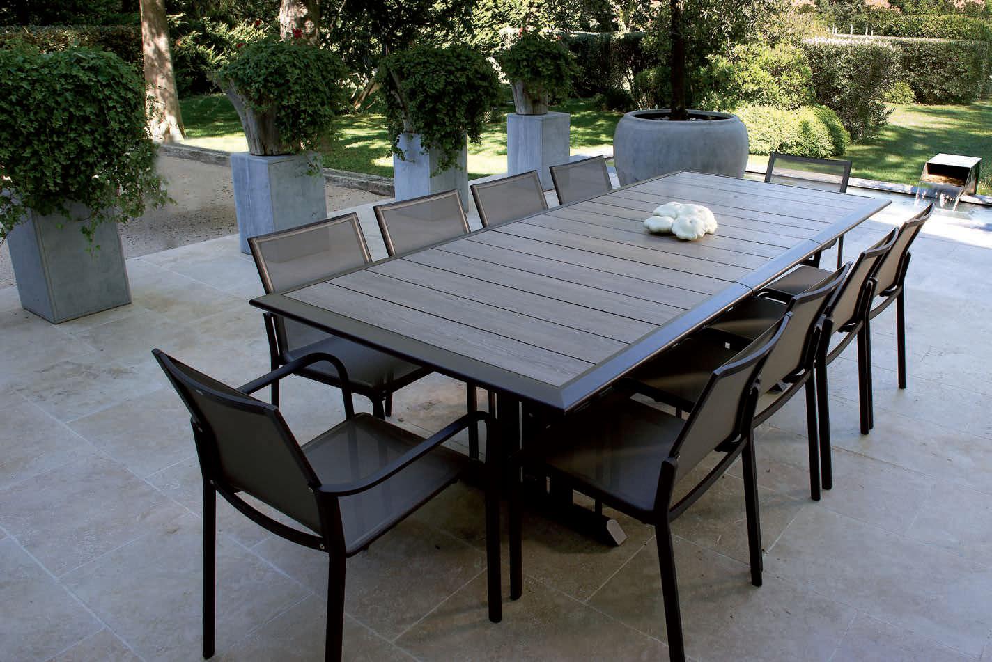 table de jardin metallique