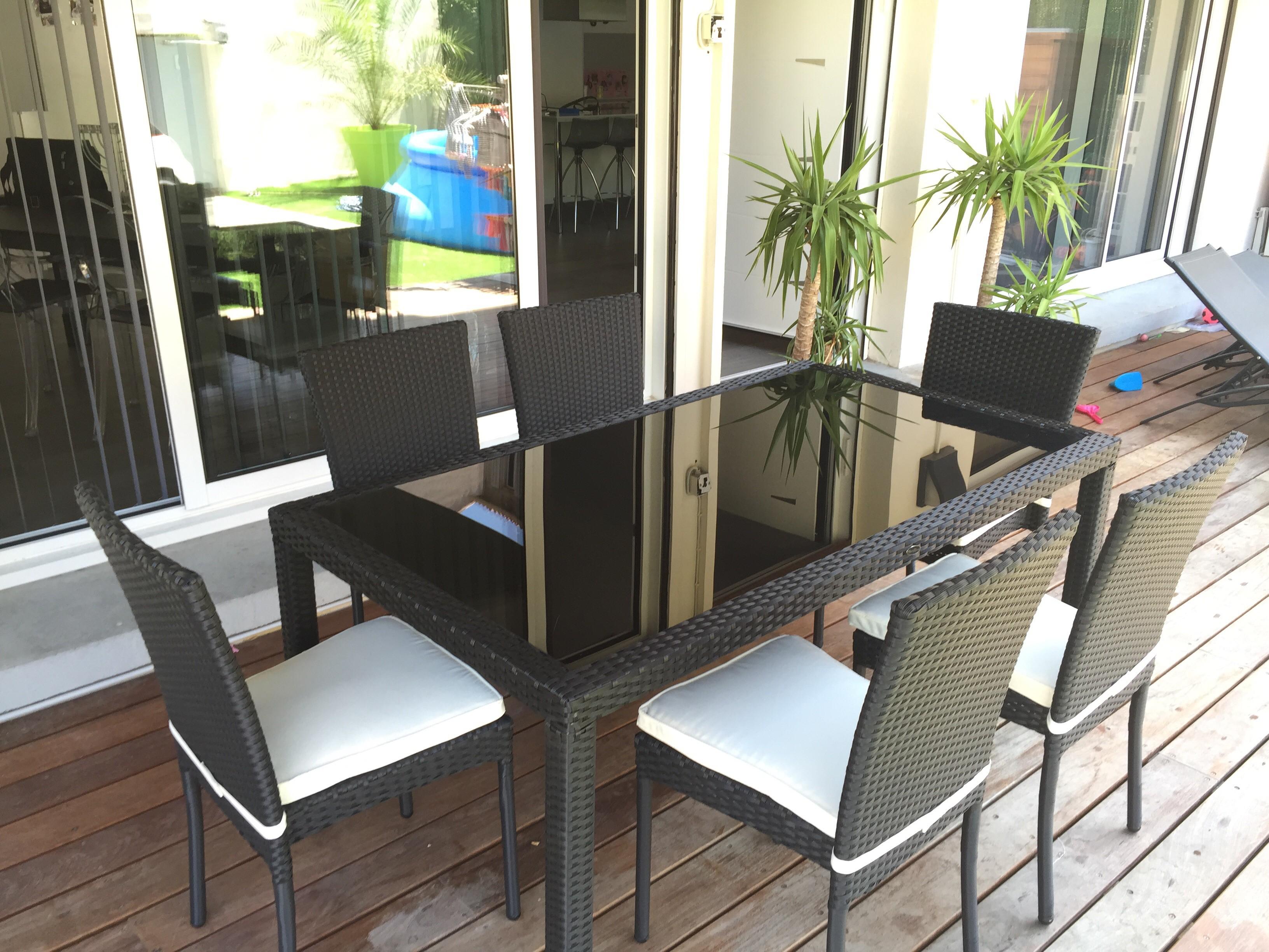 table de jardin sans chaise